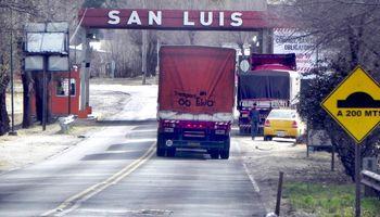San Luis acordó flexibilizar el ingreso de productores y se levantaron los cortes