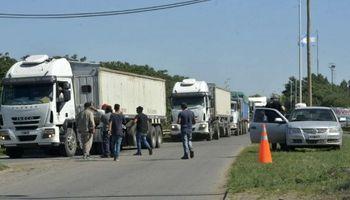 Fleteros lanzaron paro por tiempo indeterminado y no dejan circular camiones