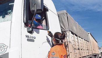 Transportistas deberán presentar un hisopado para ingresar a Santa Fe