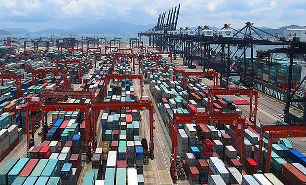 Economía estudia relajar el cepo a las importaciones y bajar subsidios a empresas
