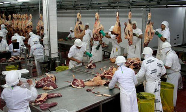 Despiden a 70 trabajadores de un frigorífico en Córdoba