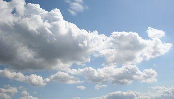 Algunas nubes pero sin lluvias a la vista