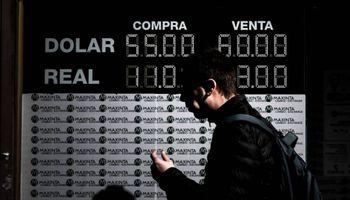 Así titularon los principales diarios del mundo el lunes negro de la plaza financiera local