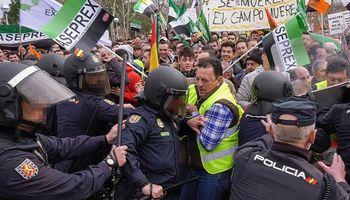 Productores españoles se movilizan en reclamo de una mayor rentabilidad