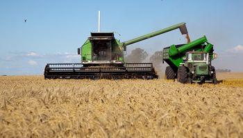 Comenzó a regir un ajuste salarial de casi 38% para tractoristas y cosecheros