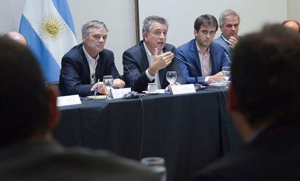 Luis Etchevehere, secretario de Agroindustria, encabezó la mesa de competitividad de riesgo agropecuario.