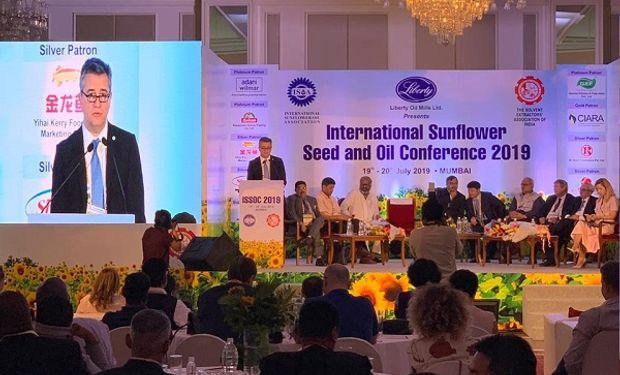 Etchevehere participó de la apertura de la Conferencia Internacional de Semillas de Girasol y Aceite.
