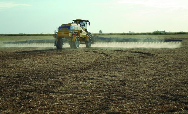 Limitan en Buenos Aires el uso del herbicida ácido 2,4-D.