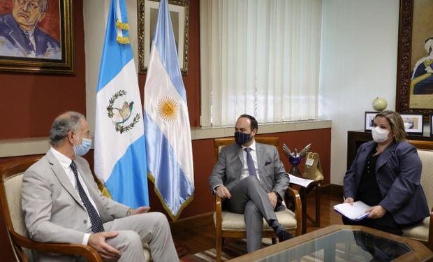 Argentina y Guatemala: el Gobierno pidió abordar las certificaciones para el comercio de carnes y frutas