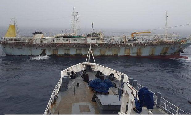 Persecución en mar argentino: un barco chino logró escapar mientras realizaba pesca ilegal