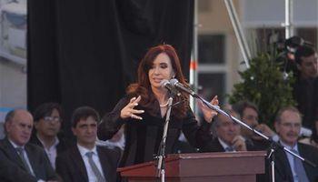 Vuelve hoy Cristina con plan de asistencia social