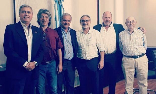 Funcionarios del Gobierno junto a dirigentes de CASEM.