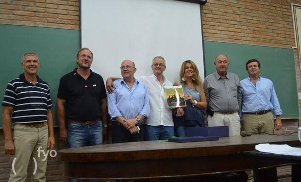 Los pioneros de Aapresid junto a Pilu Giraudo, actual Presidente de la Institución, y Cesar Belloso, Presidente honorario.