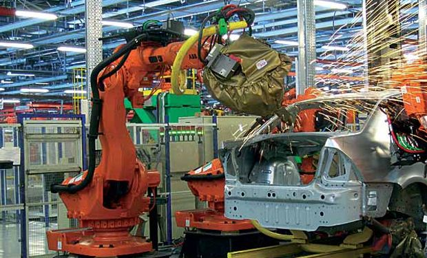 Por la floja demanda en Brasil, las automotrices suspenden más personal y bajan la producción