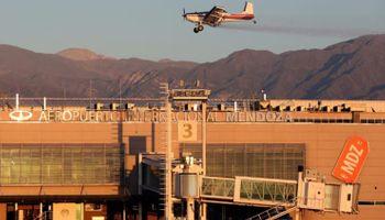Aeroaplicadores agrícolas atacan al coronavirus desde el aire: se realizó un operativo en Mendoza