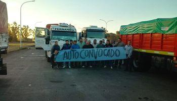 Paro de autoconvocados afecta el ingreso de camiones en el puerto