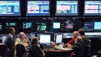 El mercado se anticipa a un lunes negro: el riesgo país podría superar los 1000 puntos