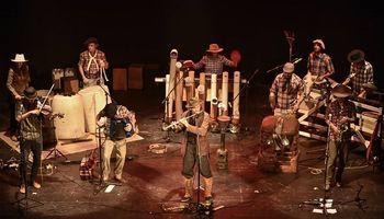 Banda Agraria: música autóctona con objetos reciclados del campo