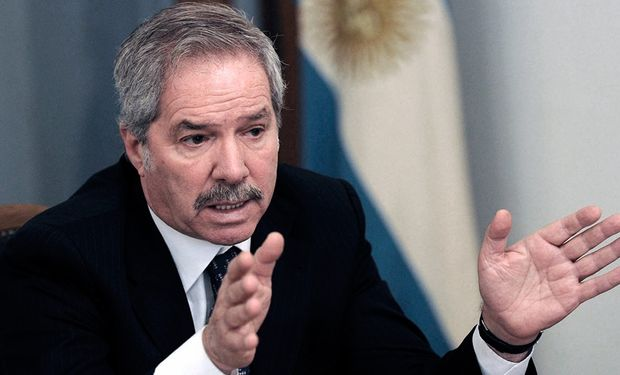 Felipe Carlos Solá es un ingeniero agrónomo y actual diputado por la provincia de Buenos Aires.