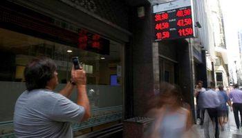 """Las cinco anomalías """"históricas"""" de la economía argentina"""