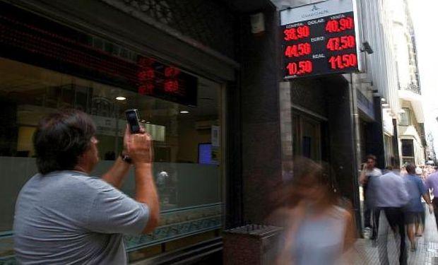 Argentina: la única economía plenamente bimonetaria del mundo.