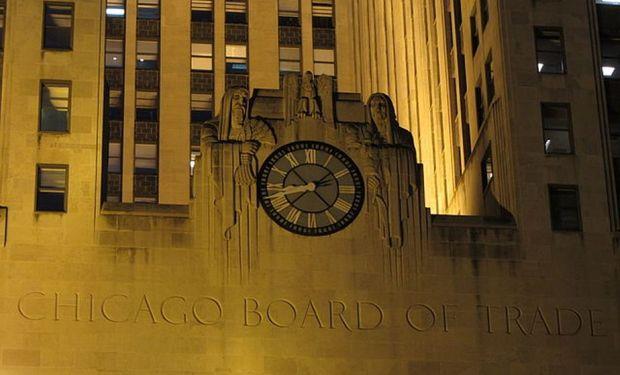Subas en Chicago.