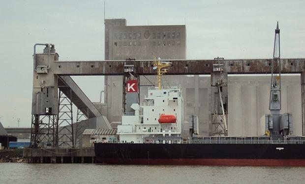 Nueva disposición de Aduana demorará aún más la carga en los puertos