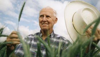 Quién fue Norman Bourlag, el agrónomo al que elogió Bill Gates