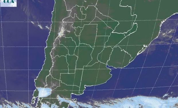 En la foto se destaca la nube de ceniza que ha provocado la erupción del volcán Calbuco, sobre la cordillera chilena.