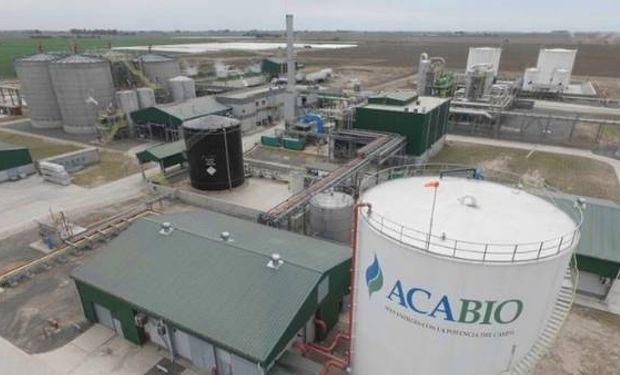 La planta de ACAbio tiene una capacidad de producción de 153.000 metros cúbicos de etanol por año.