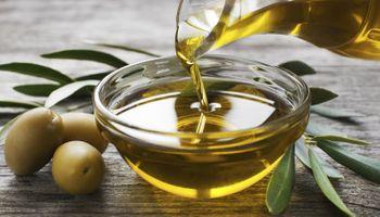 Prohíben la comercialización y fabricación de una marca de aceite de oliva por estar falsamente rotulado