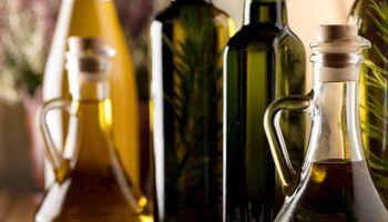 Prohíben la elaboración y comercialización de una marca de aceite de oliva por irregularidades