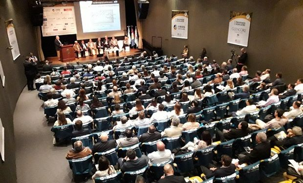 Seminario que se desarrolla en la Bolsa de Comercio de Rosario.