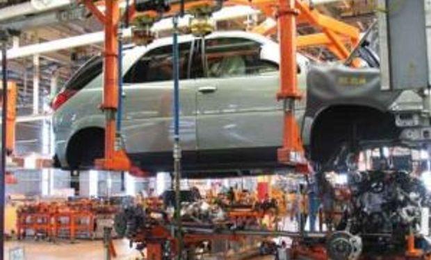 La actividad económica cayó un 0,9% en marzo