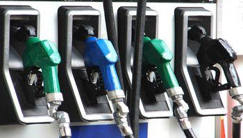 Acuerdan baja del 5% en los combustibles