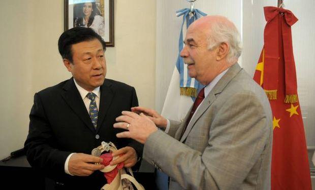 Casamiquela recibió hoy al viceministro de Agricultura de China, Yu Kangzhen, y destacó el avance en la cooperación entre ambos países en materia de fiebre aftosa, biotecnología y exportaciones.