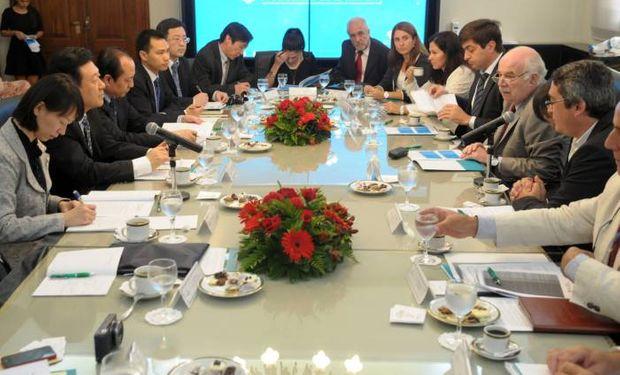 El ministro de Agricultura junto a Delgado y Rodríguez encabezan el encuentro de las delegaciones técnicas de Argentina y China.