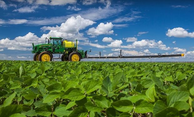 El acuerdo se centra en ofrecer a los productores las importantes ventajas de versatilidad, resistencia y durabilidad de la fibra de carbono integrada a equipos de pulverización autopropulsados.