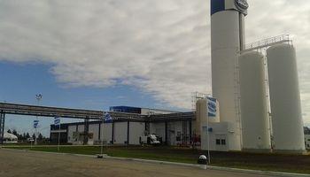 Desde mañana Adecoagro operará en dos plantas de SanCor