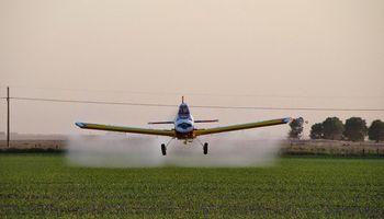 Ante el cuestionamiento, aeroaplicadores recomiendan minimizar el uso de glifosato