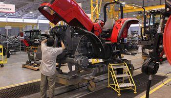 Fabricantes de maquinaria agrícola destacan que es cada vez más difícil la compra de tractores y cosechadoras