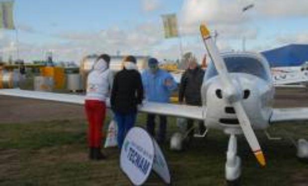 Diversas actividades en el espacio de aviación agrícola