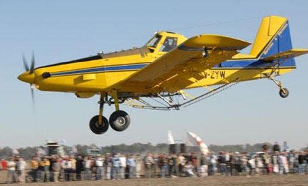 Habrá vuelos de bautismo en avión, helicóptero y planeador. Presencia de globo aerostático.