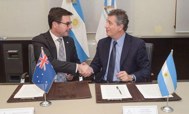 El Ministro de Agroindustria, Luis Miguel Etchevehere, durante la firma de la Declaración Conjunta con su par de Australia.