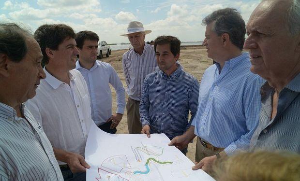 Etchevehere recorrió las obras de la cuenca del Río Salado.