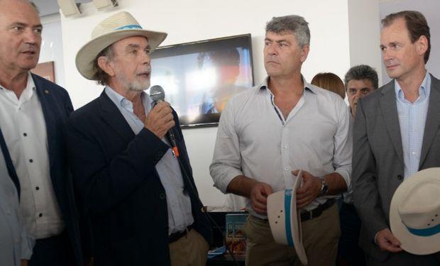 El ministro Ricardo Buryaile junto al presidente del Banco Nación en el primer día de la feria Expoagro.