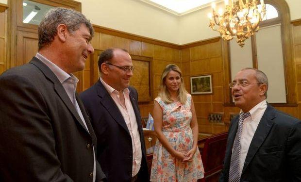 Buryaile, Negri y Bircher junto al embajador francés.