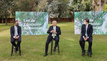 """Con referencia a los """"agrotóxicos"""", Alberto Fernández promulgó la Ley de Educación Ambiental Integral"""