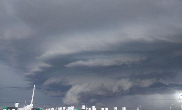 Rige un alerta por tormentas fuertes del SMN.