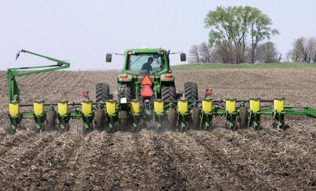 Se atrasa el comienzo de la siembra de maíz.